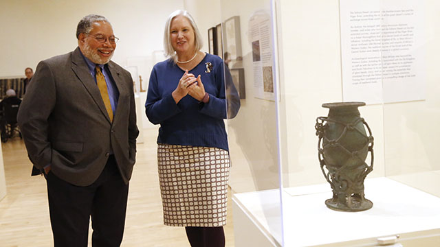 Head of the Smithsonian visits Block Museum of Art